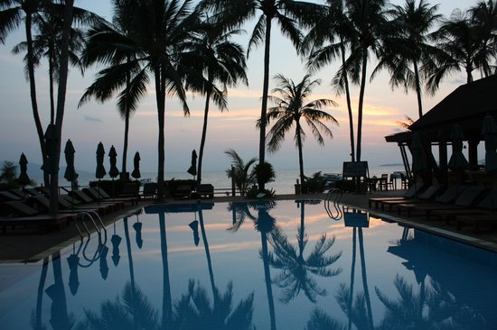 Coco Palm Beach Resort: Sunrise at the pool.