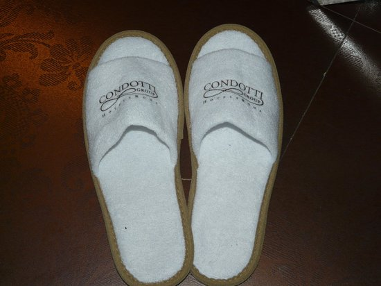 Hotel Condotti: Hotel slippers and the pretty floor