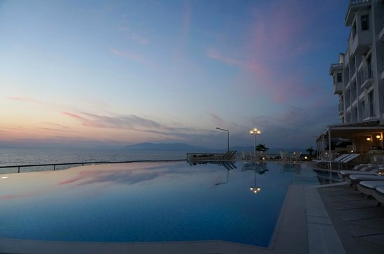 Lavista Boutique Hotel: SUNSET POOL