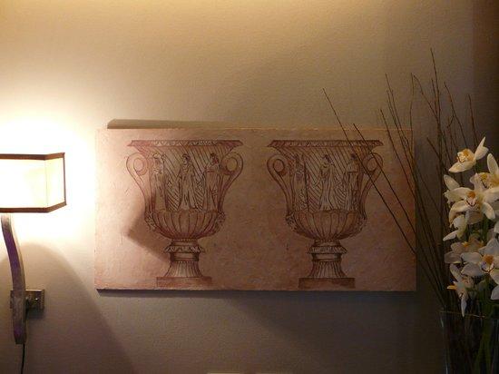 Condotti Hotel: Artwork in the room