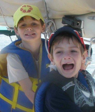 Blue Crab Chesapeake Charters : Hauling the main sheet!