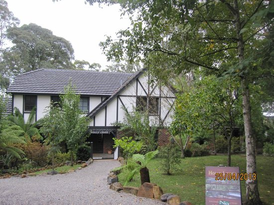 Holly Lodge with magnificent views of Dandenong Ranges