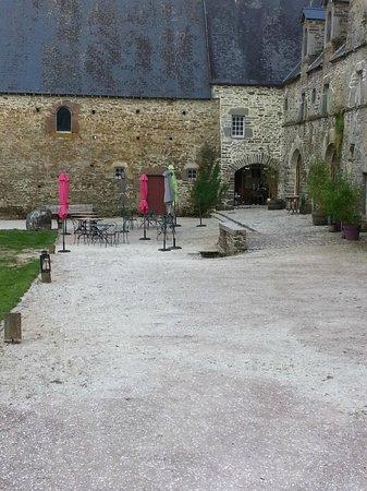 Hotel Restaurants du Chateau d'Agneaux : terrasse restaurant