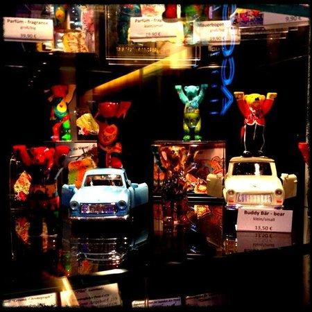 Pullman Berlin Schweizerhof: Vitrine dans le Lobby