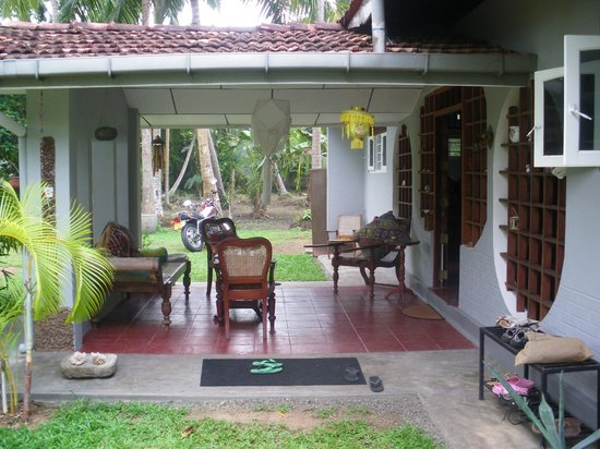 The Home Green Home Bungalow : Front porch
