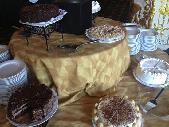 MacArthur's Riverview Restaurant: The Dessert Station