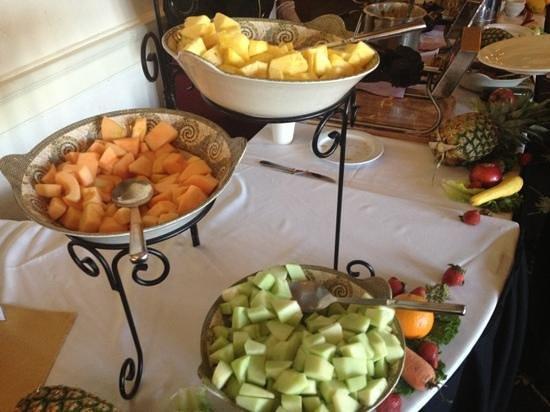 MacArthur's Riverview Restaurant: The Fruit Station