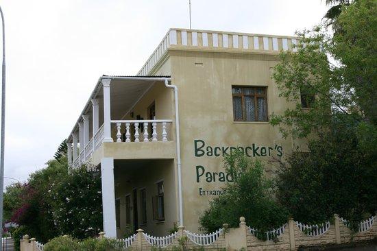 Backpackers Paradise & Joyrides : Villa von der Straße aus...