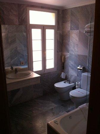 Hotel Armadams: Bagno camera