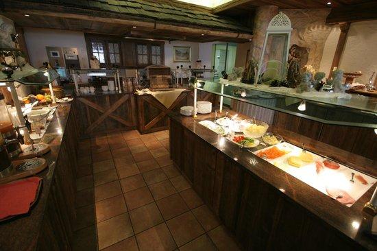 Bauernhof Hotel Oberschwarzach: Breakfast buffet