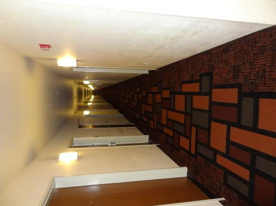 Super 8 Salt Lake City/Airport: Hallway