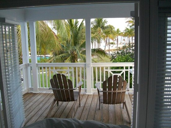 Tranquility Bay Beach House Resort: Coffee in bed...view from my master balcony