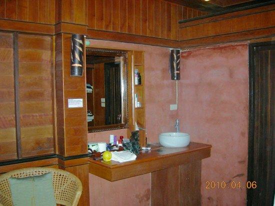 Baan Laanta Resort & Spa: salle de douche