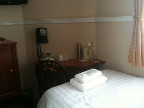 Lincoln House Hotel: A neat & tidy room