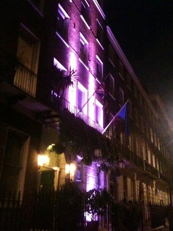 Lincoln House Hotel: The hotel at night