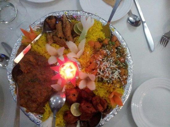 Taj Mahal Restaurant: Non Veg platter