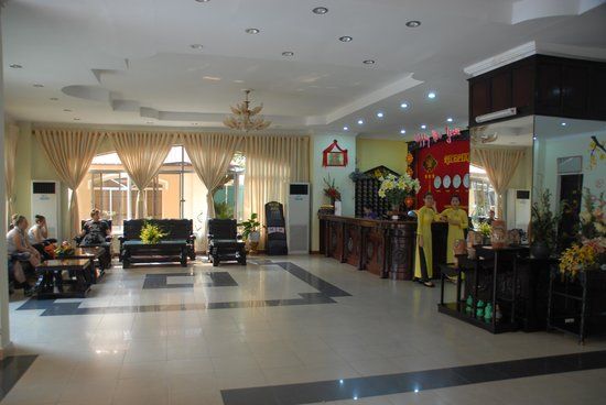 Duy Tan Hotel: Reception - spacious with Internet terminals