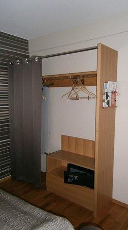 Scandic Sjolyst : Wardrobe