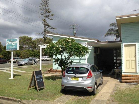 La Costa Motel: Entrance