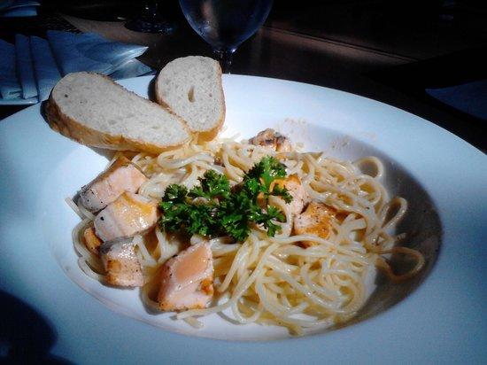 La Vetta Restaurant and Wine Bar: Salmon Pasta