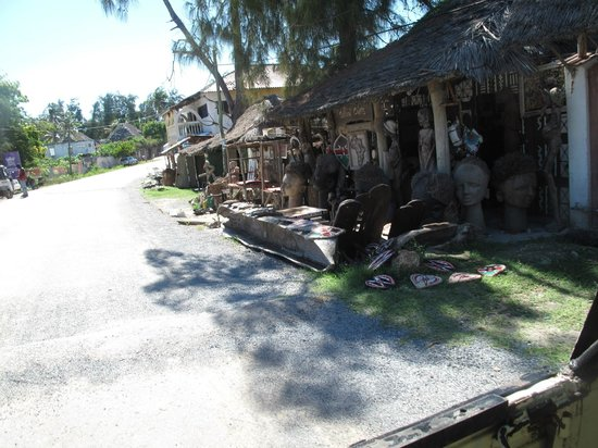 Temple Point Resort: Watamu streets