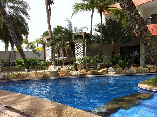 Hotel Windsurf Paradise: La piscine de l'hôtel
