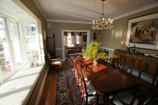 Almondy Inn: Dining Room