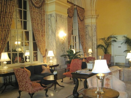 The Hermitage Hotel: LOBBY AREA