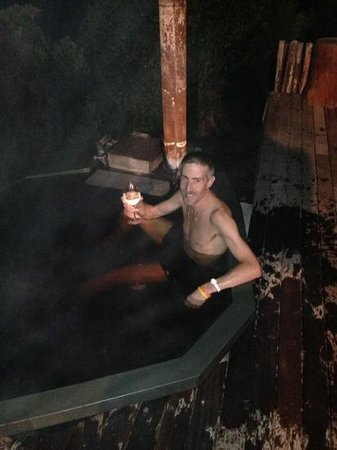 KolKol Mountain Lodge: hot tub!