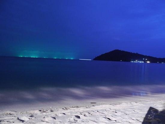Chivapuri Beach Resort Koh Chang: view at night during dinner