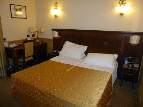 Aurelius Art Gallery Hotel : Comfy bed