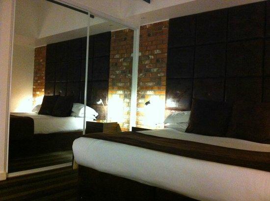 Bauhaus Hotel: Bed2