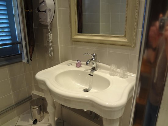 Chateau De Lalande: salle de bains
