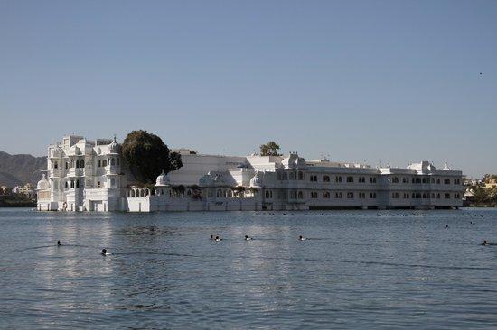 Taj Lake Palace Udaipur: Arrivée en bateau