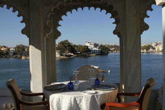 Taj Lake Palace Udaipur: Vue sur le lac Pichola