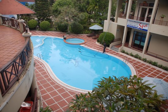 EMM Hotel: Big and clean pool