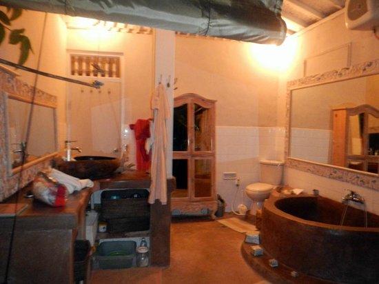 Casa Mia BnB Bali Seminyak: Bathroom