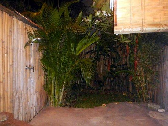 Casa Mia BnB Bali Seminyak: Shower/bathroom