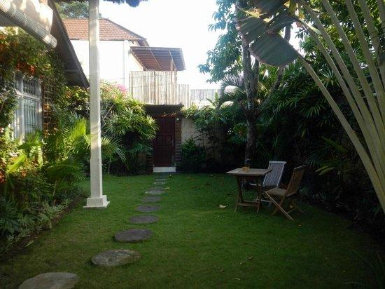 Casa Mia BnB Bali Seminyak: Entrance way