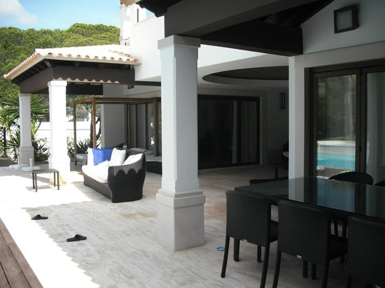 Pine Cliffs Residence, a Luxury Collection Resort: Patio outside the villa next to the pool