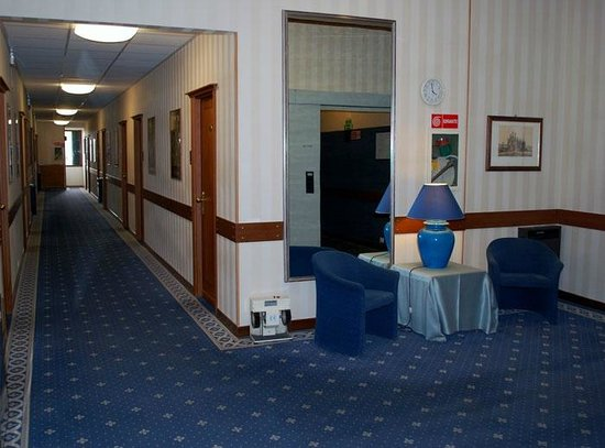 Hotel San Luca: Corridoi e stanze