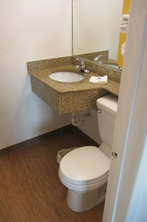 Motel 6 San Diego Airport - Harbor: Sink