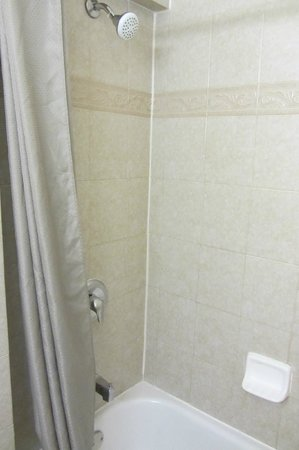 Motel 6 San Diego Airport - Harbor: Tub/Shower