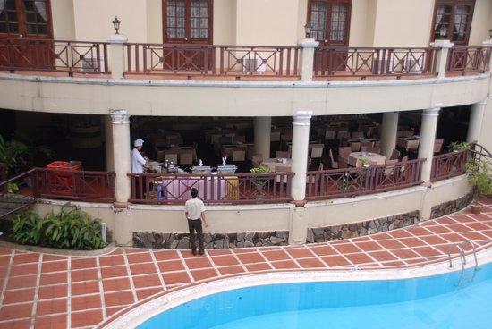 EMM Hotel: Breakfast veranda