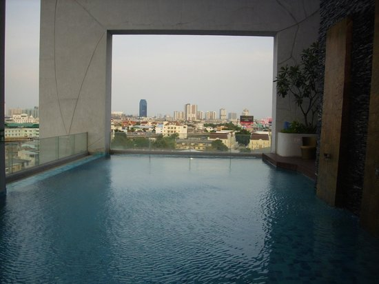 Grand Howrd Hotel : views from the pool on the 7th floor
