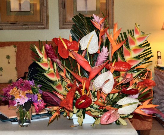 Nisbet Plantation Beach Club : Beautiful floral display in our room