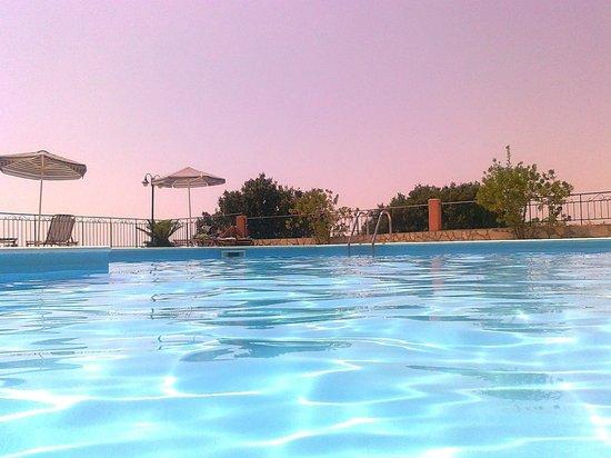 Gerasimoula Studios: Μέσα στην πισίνα