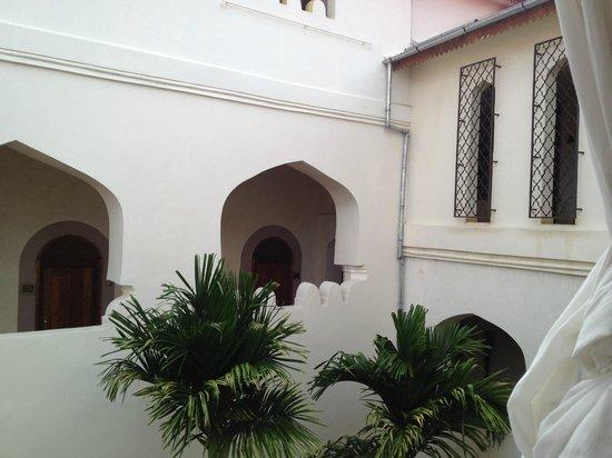 Mashariki Palace Hotel : The courtyard
