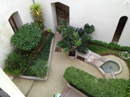 Mashariki Palace Hotel : Courtyard.