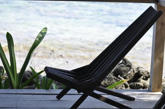 Off The Wall Dive Center & Resort : outdoor room lounge chair